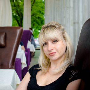 Elena (42 years old) | ID 004