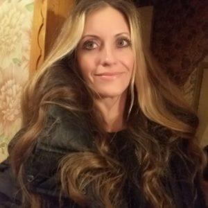 Julia (42 years old) | ID 018