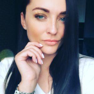 Julia (35 years old) | ID 049